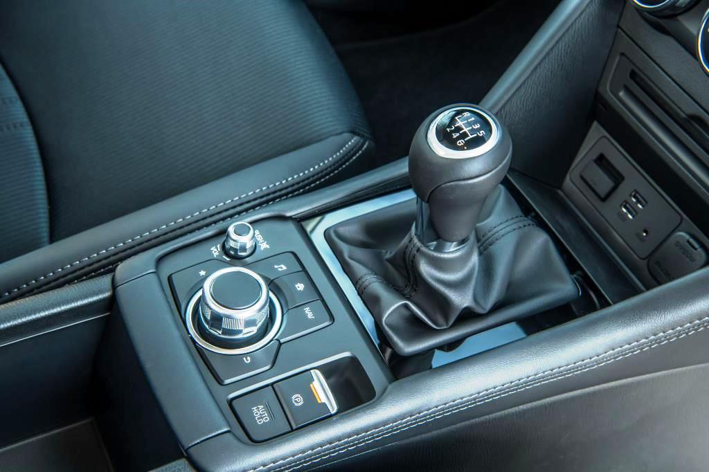 Mazda CX-3 gear knob