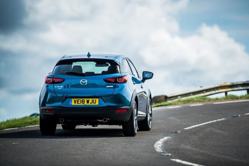 Mazda CX-3 going round a bend