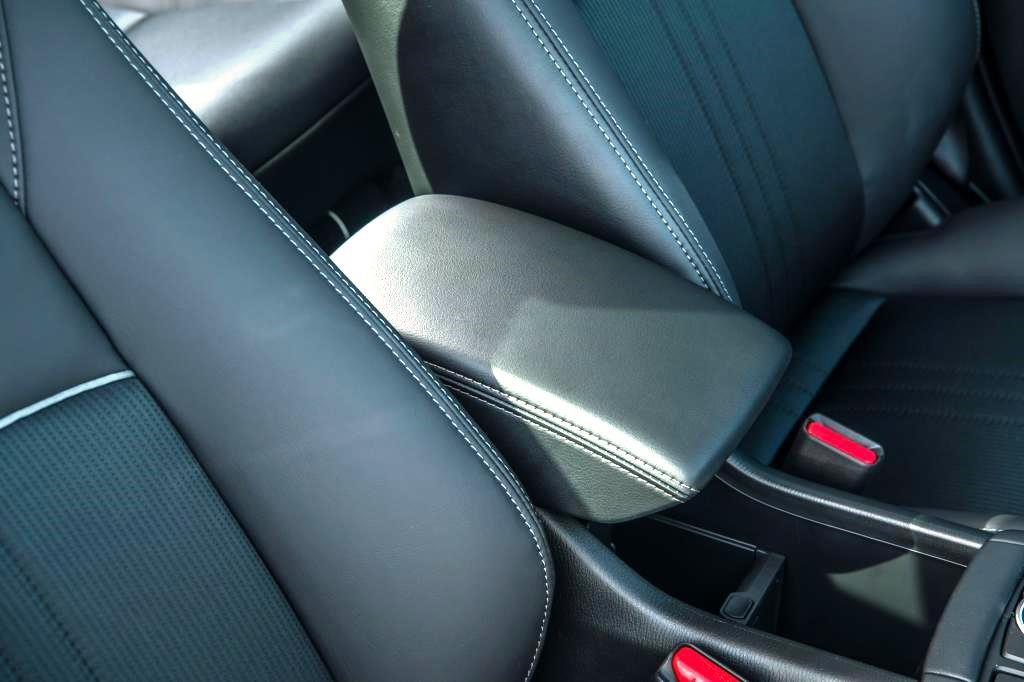 Mazda CX-3 armrest