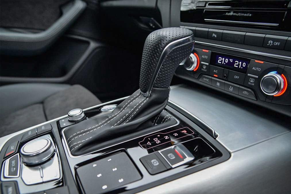 Audi A6 Avant gear selector