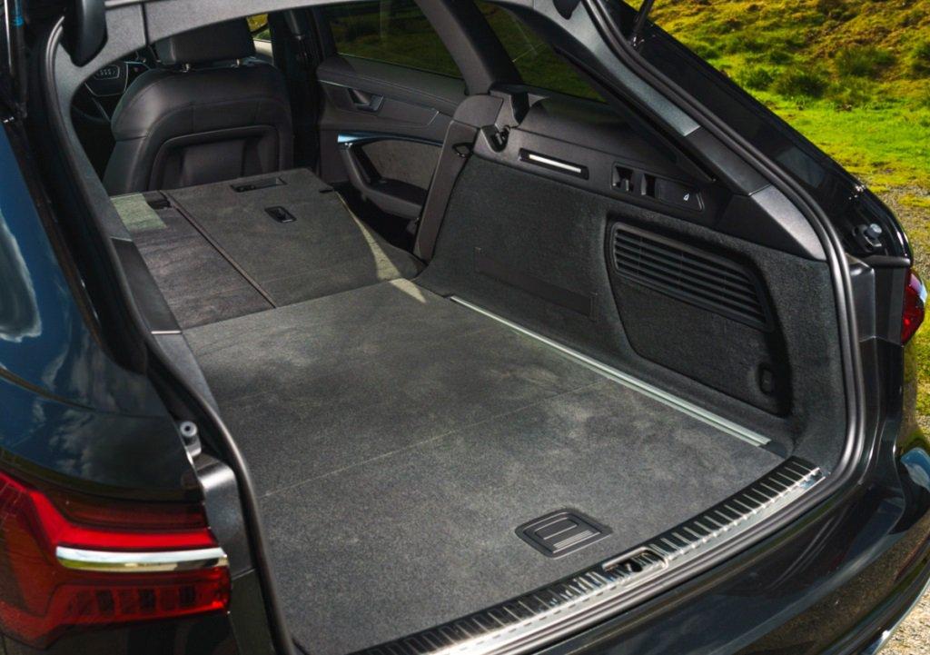 Audi A6 Avant Blue luggage area