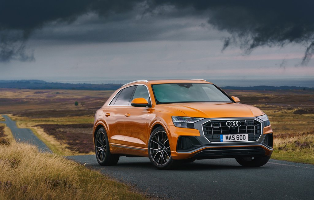 Audi Q8 Moorland front