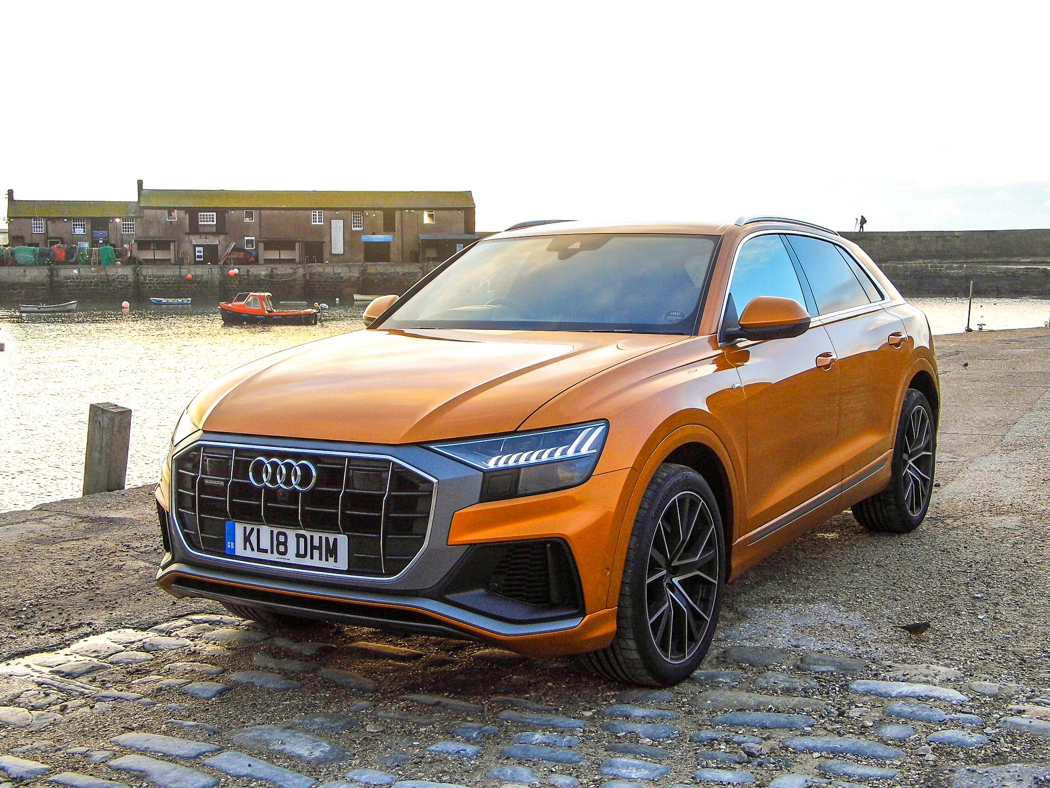 Audi Q8 water side front grille and bumper