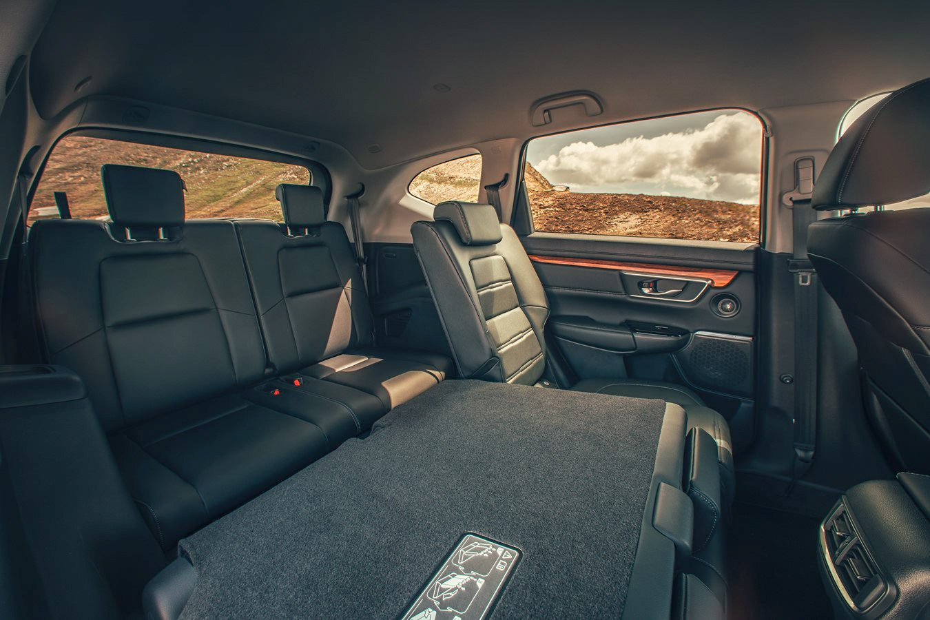 Honda CR-V 2nd row of rear seats, and middle seats