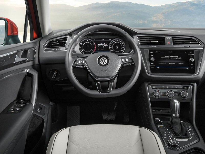 Dashboard of a VW Tiguan Allspace 7-Seater