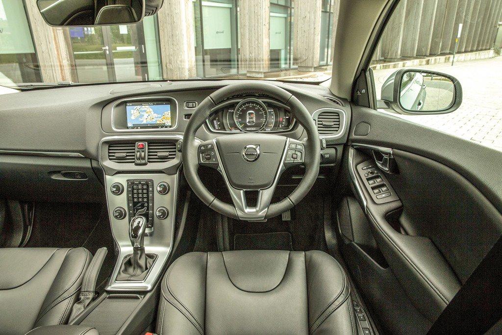 Volvo V40 cabin and dash