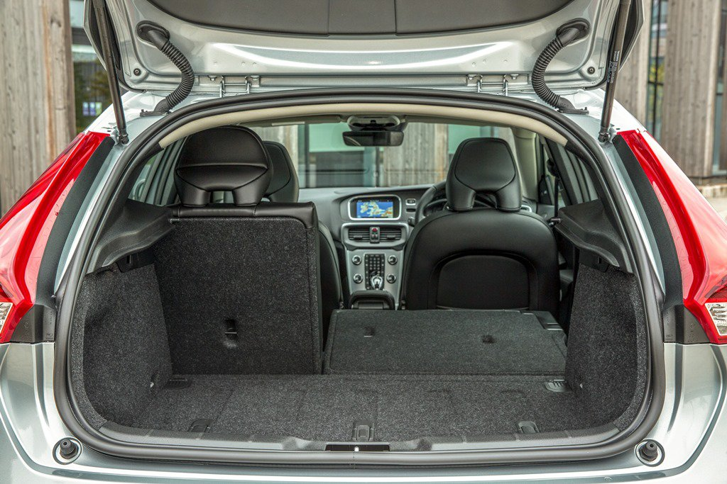 Volvo V40 boot and luggage