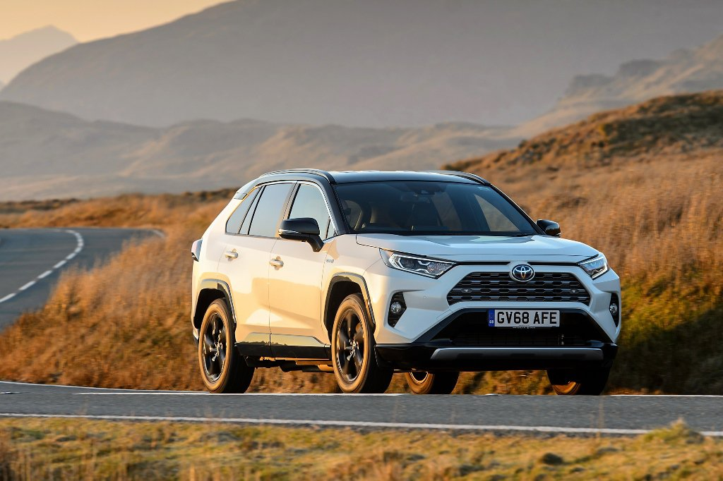 2019 Toyota RAV4 Hybrid: First drive and range review | Leasing Options