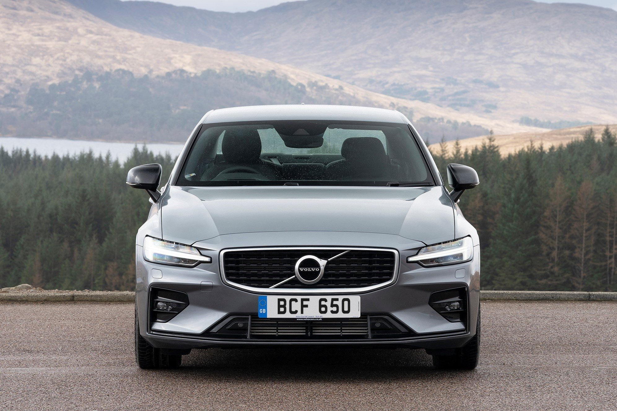 2019 Volvo S60 static front