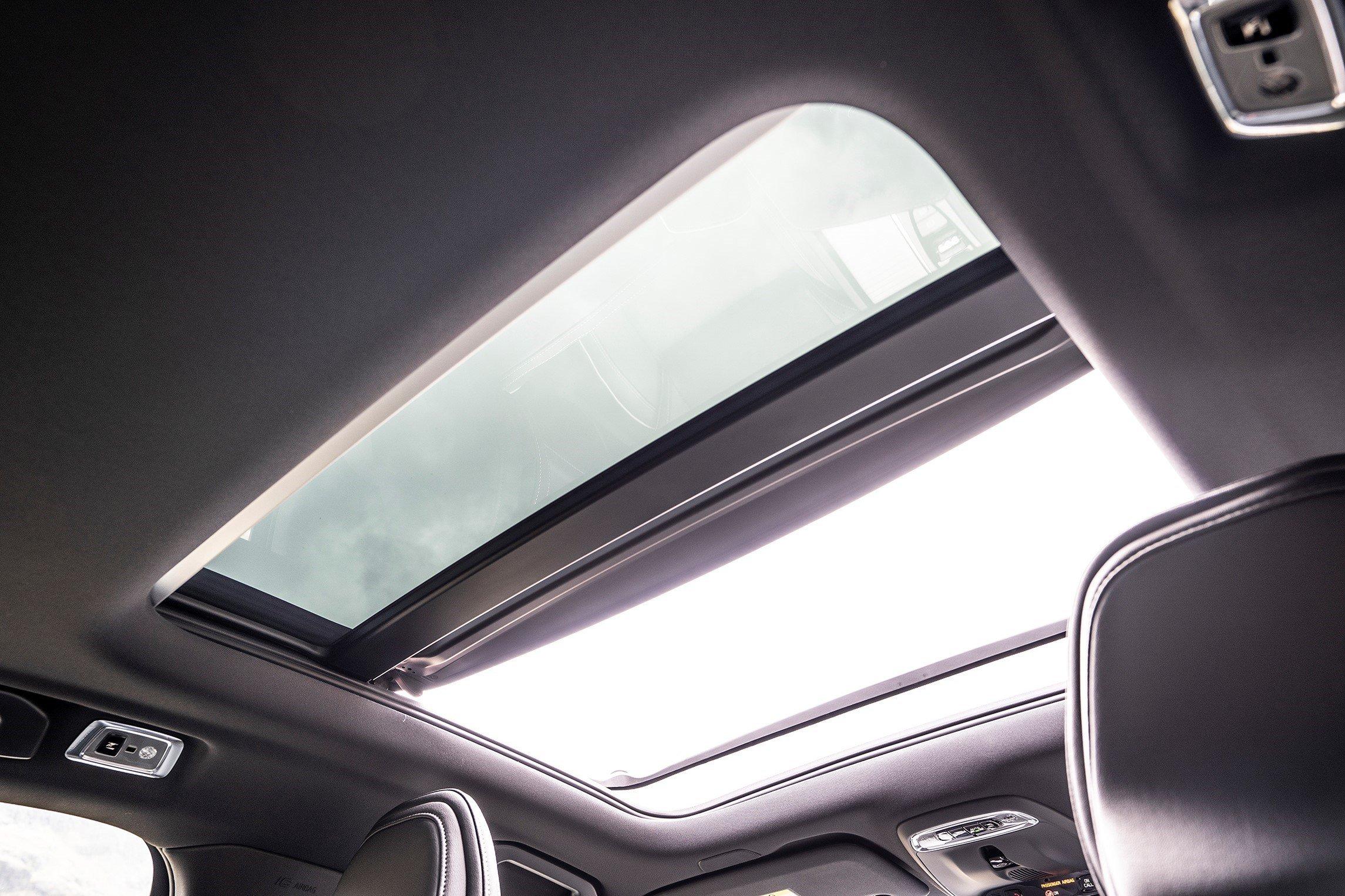 2019 Volvo S60 panoramic glass roof