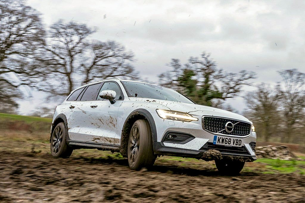 2019 Volvo V60 Cross Country off road