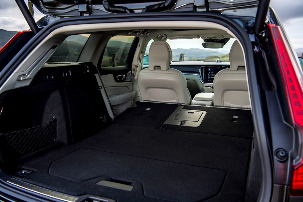 2019 Volvo V60 Cross Country boot space