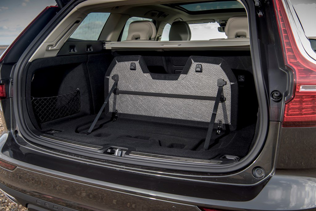 2019 Volvo V60 Cross Country pop up luggage divider