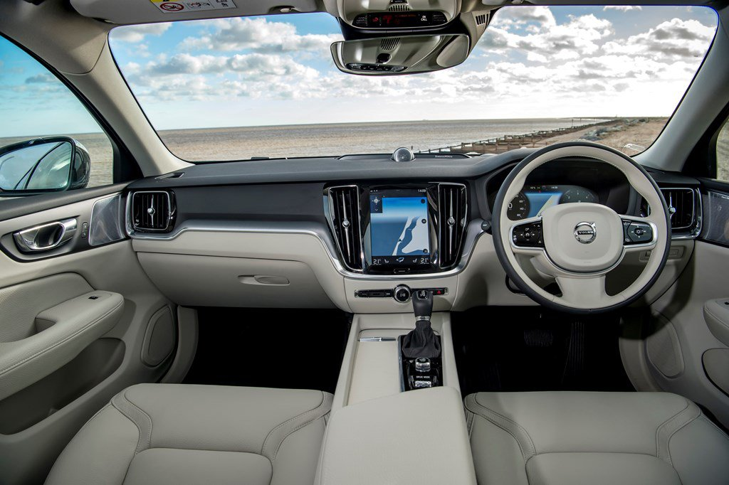 2019 Volvo V60 Cross Country interior front