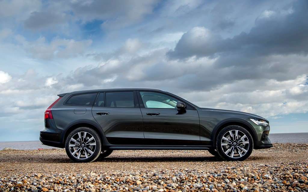 2019 Volvo V60 Cross Country side view