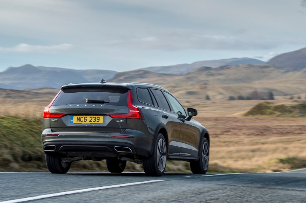 2019 Volvo V60 Cross Country on road