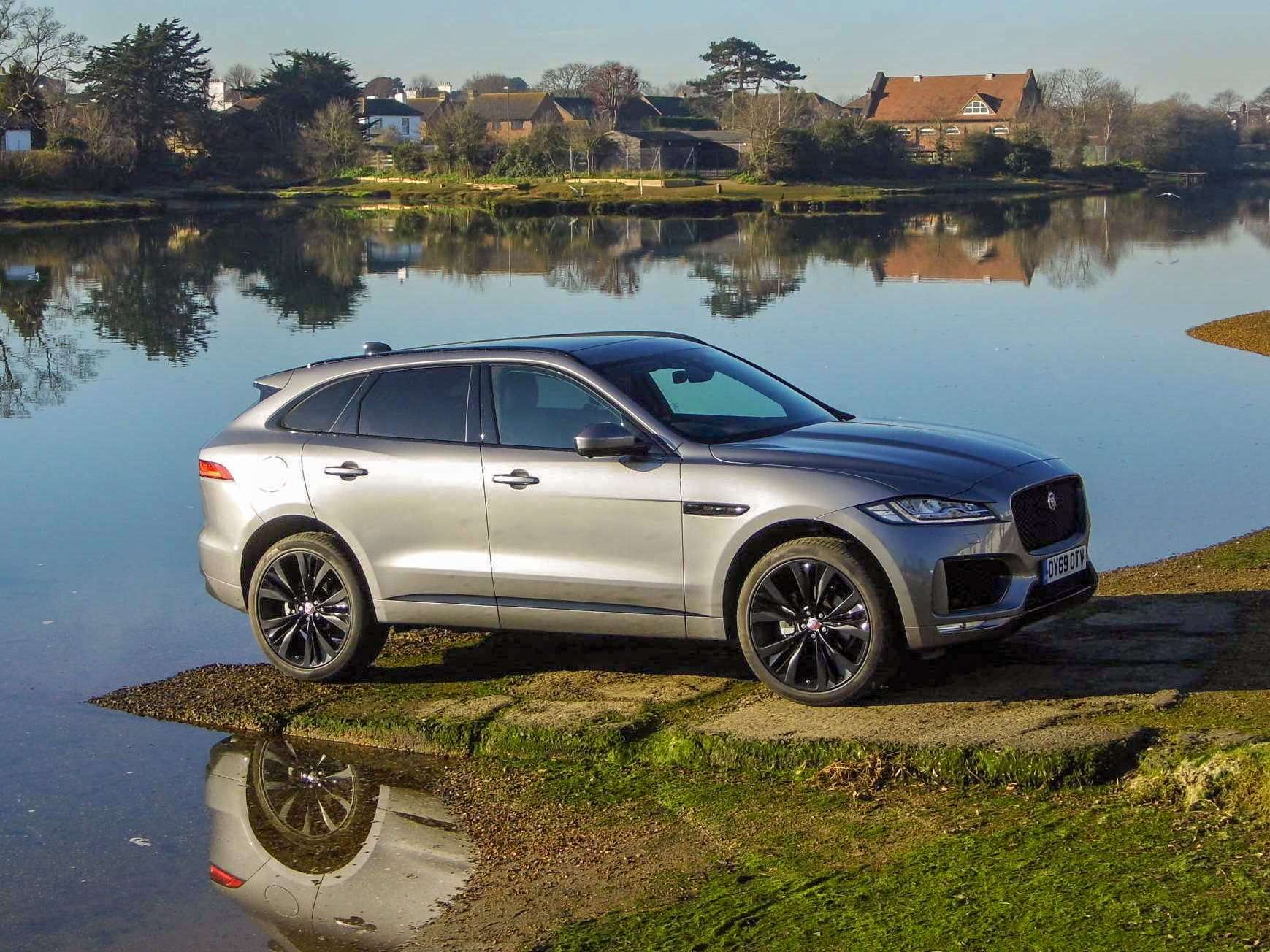 Jaguar F-Pace Chequered Flag edition